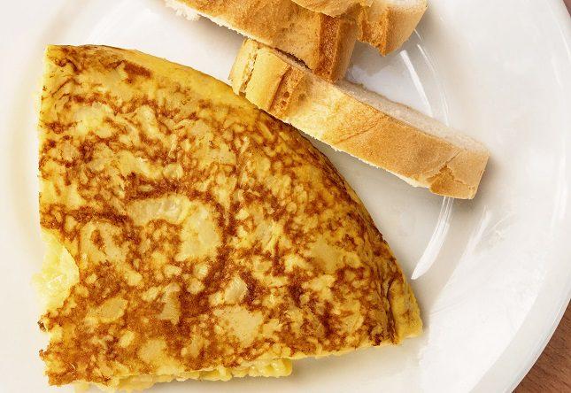 En la Penela encontrarás la más clásicas de las tortillas, la patata laminada y muy frita y totalmente deshecha