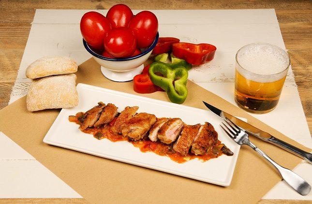 El pollo Saporem es uno de los platos estrella del local
