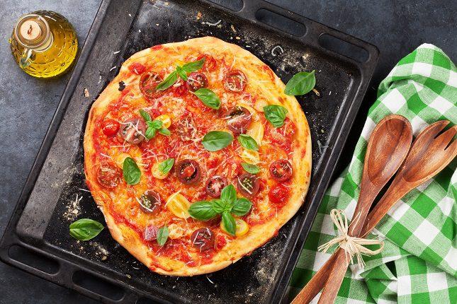 Otra receta muy sencilla y rápida es la pizza vegana con masa de patata cocida