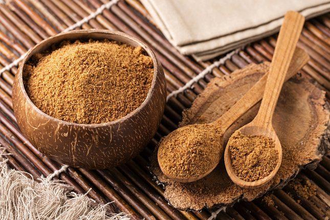 El azúcar de coco proviene de la palma de un coco que ha sido hervido y deshidratado