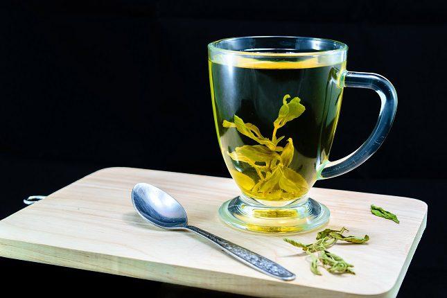 Con muy poca cantidad de stevia puedes conseguir el mismo dulzor que con la azúcar refinada