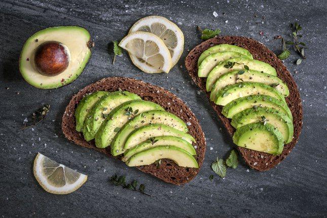 El aguacate es una fruta completa para el desayuno por su cantidad de aporte energético y vitminas