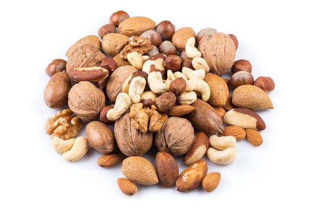 Los frutos secos, especialmente las nueces, son una fuente energética y de antioxidantes natural muy apta para horas con poca intensidad energética