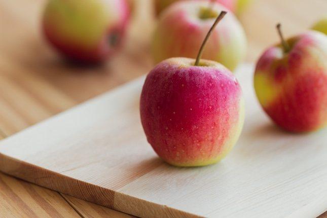 Las manzanas fuji tienen un color variable entre rojo y rosa