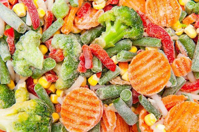 No guardes la ensalada en el congelador porque no se mantendrán bien y tampoco se congelan adecuadamente
