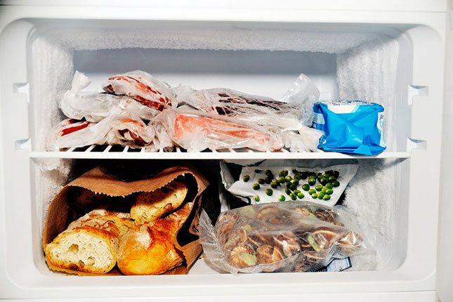 En un congelador no existe riesgo de contaminación y los alimentos pueden mezclarse unos con otros