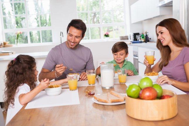 Toda la familia debe comer verduras para que el niño vea que es algo que también gusta a los adultos