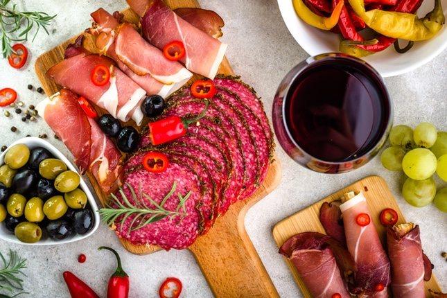Una mezcla de embutidos de la gastronomía española