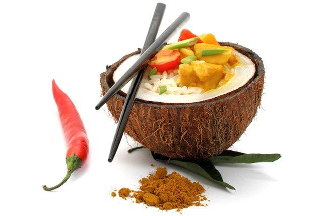 El pollo al curry es una receta deliciosa que puedes preparar con leche de coco