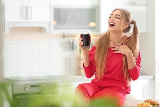 La Coca-Cola puede servir para aclarar el cabello o para desatascar desagües