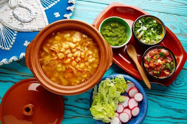 Pozole, una sopa con carne y maíz
