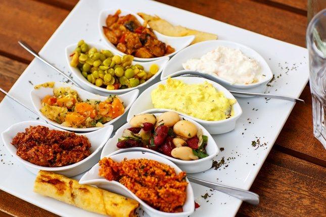 Estos aperitivos son una de las costumbres más típicas en Grecia