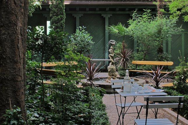 Lo llamativo del Cadé fel Jardín es la naturaleza que lo rodea