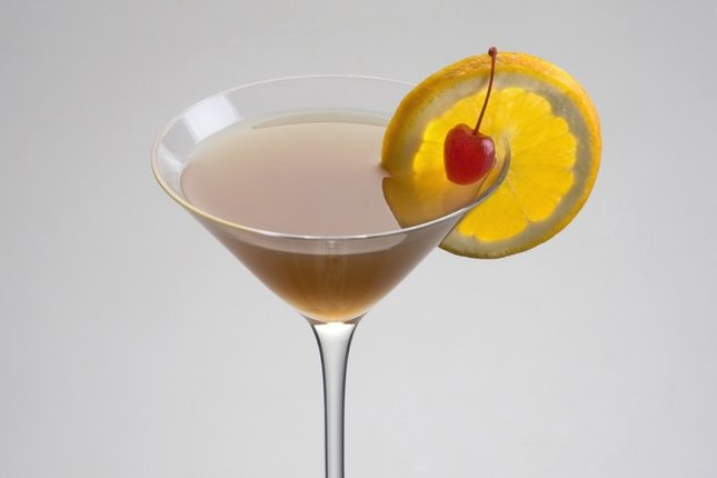 Between the Sheets es una bebida refrescante y potente, por lo que hay que consumirlo con cuidado
