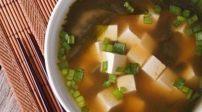 Sopa de miso y tofu